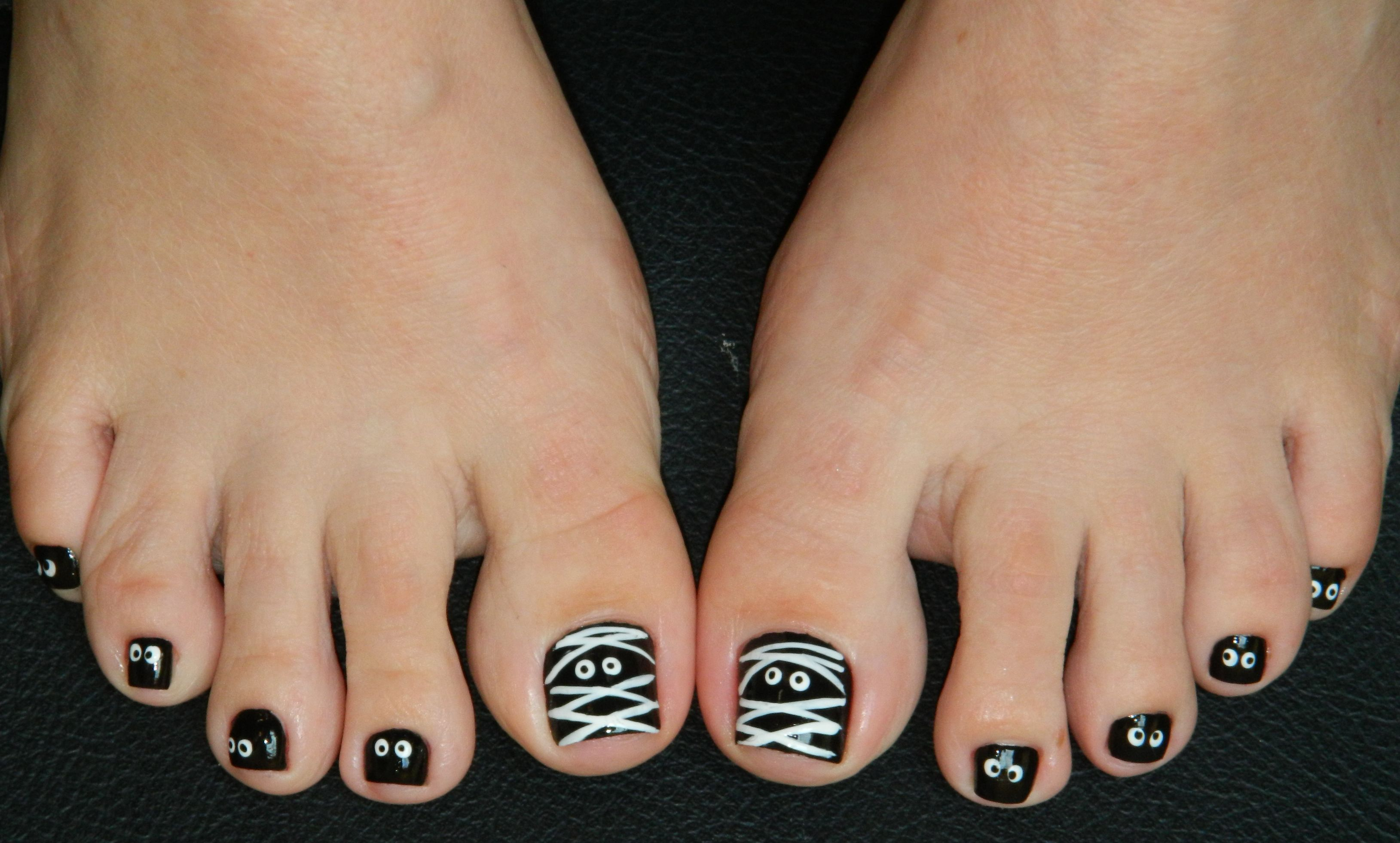 Mummy & Eyeball Toenails for Halloween! | Halloween toe ...