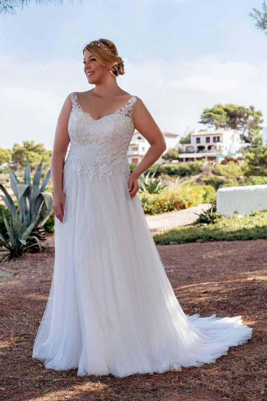 Brautmode Amelie Brautkleid 20121 Kurvige Hochzeitskleider Brautmode Kleid Hochzeit