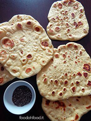 Naan. Pane indiano fatto in padella.