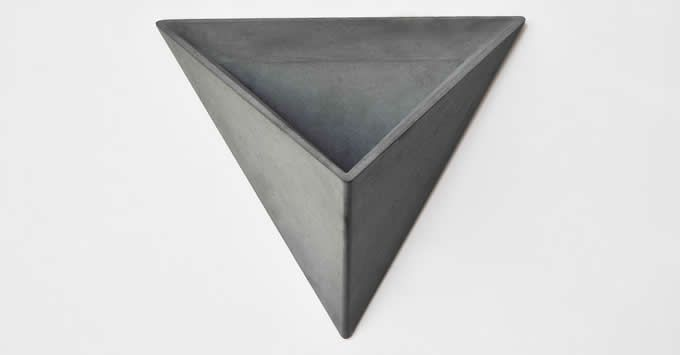 Concrete Triangle Wall Mounted Flower P*T Feelgift 400 x 300