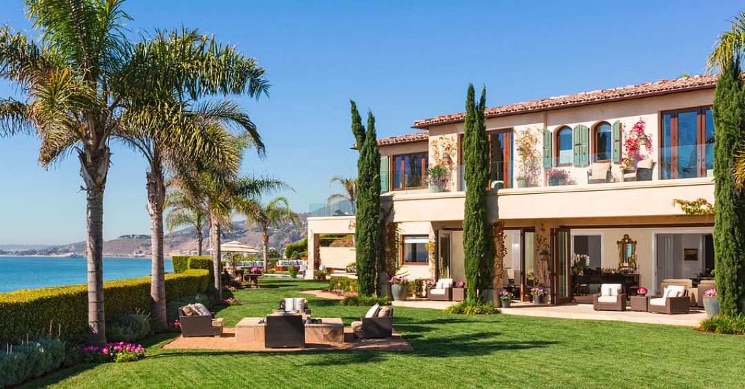 Yolanda And David Foster List Custom Malibu Estate For 27 5 Million Voor Het Huis Huis Hoeden