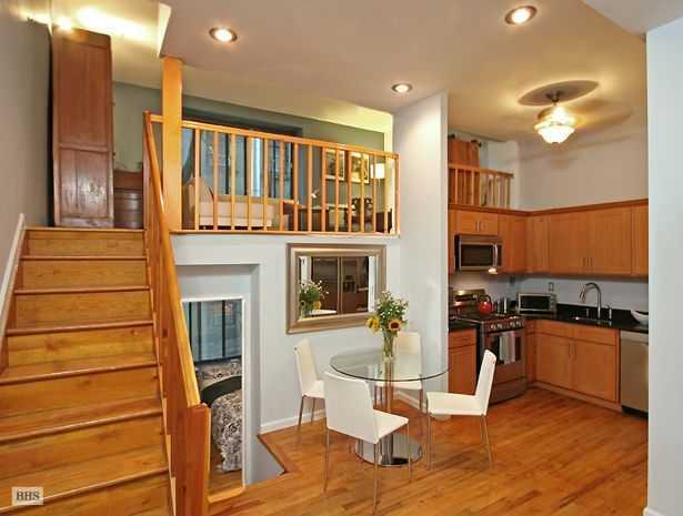 Apartment, Bright And Fantastically Located Split Level One Bedroom: Pretty  Suspended Bedroom For The