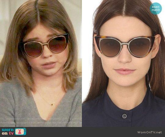 Haley S New Sunglasses On Modern Family Modern Family Modern Family Sarah Hyland Cat Eye Sunglasses