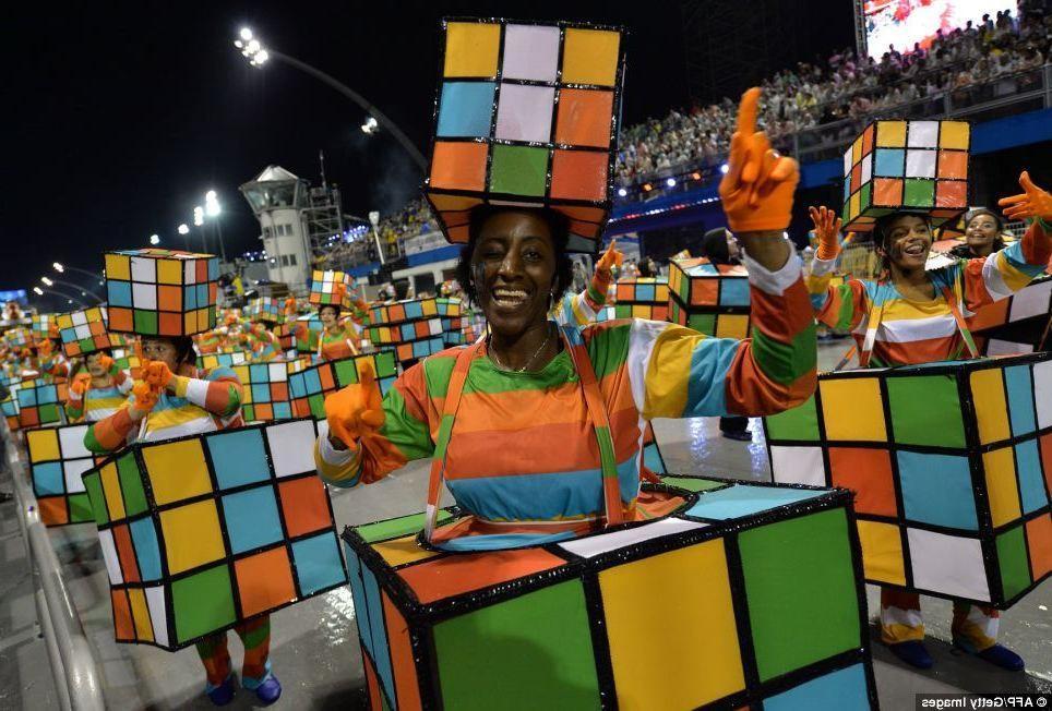 Bunte Grosse Karneval Gruppenkostume Auf Einem Fest Fasching