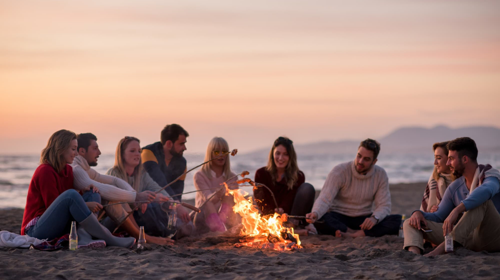 How to Build a Beach Bonfire and Light Your Fire ...
