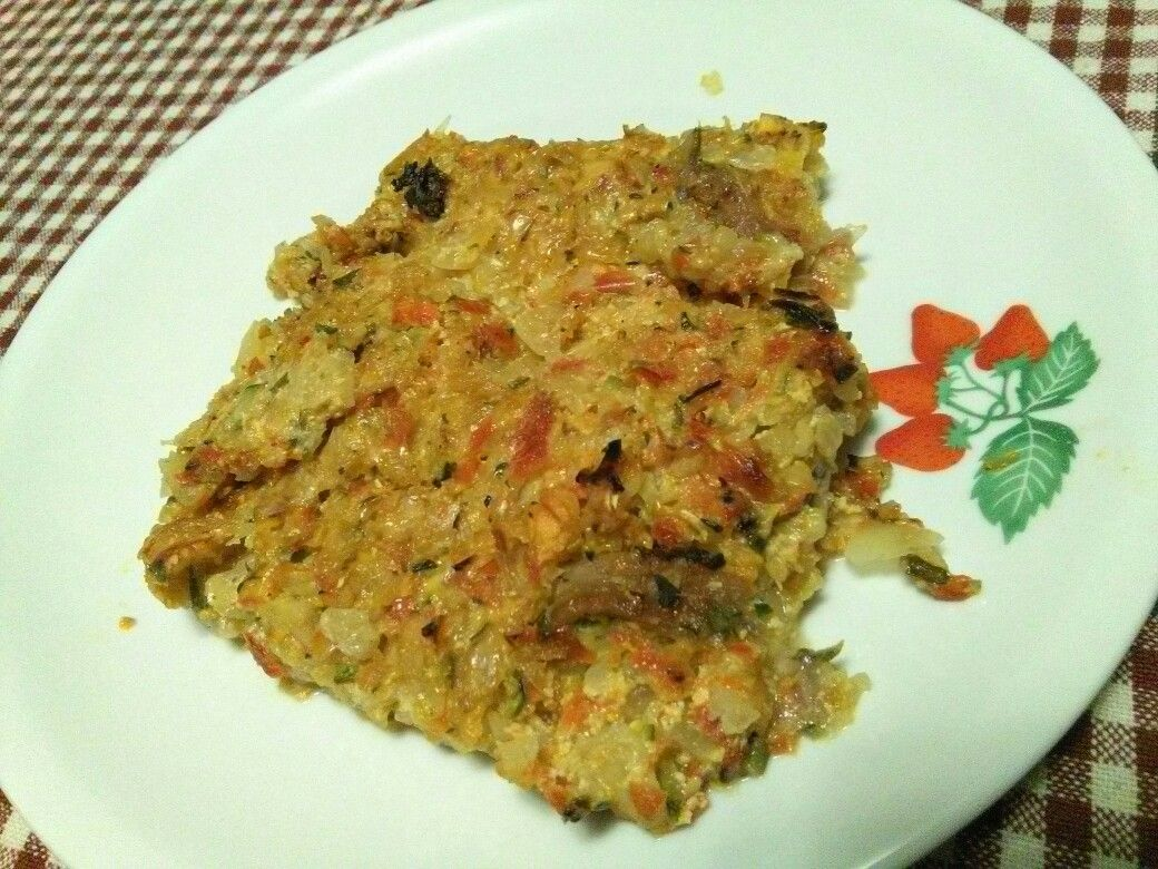 Torta salata di verdure con peperone, zucchino, cipolla, patate, carota e panna