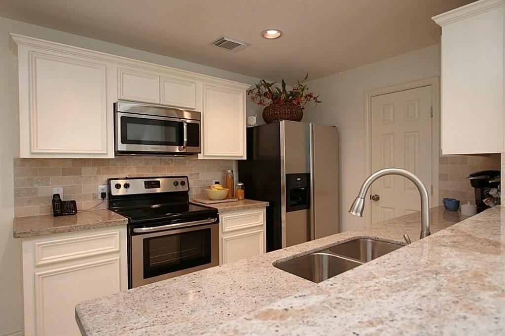 Pin by Bridget - Stone Specialist Metropolitan Cabinet  Countertops - küchen mit granit arbeitsplatten