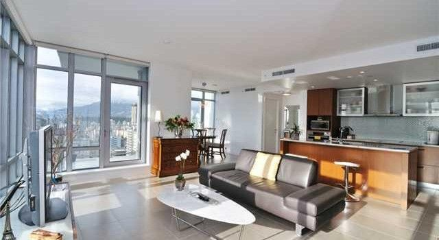 Air Conditioned 2 Bedroom Plus Den Open Style Rental Vancouver West End Downtown Apartment Vancouver Apartment Rental Apartments