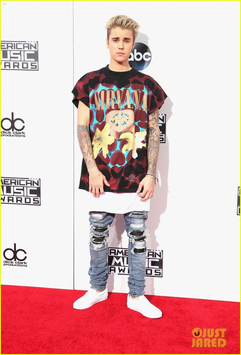 86a46943 Justin Bieber Goes Casual in Nirvana Tee at AMAs 2015 | Justin Bieber
