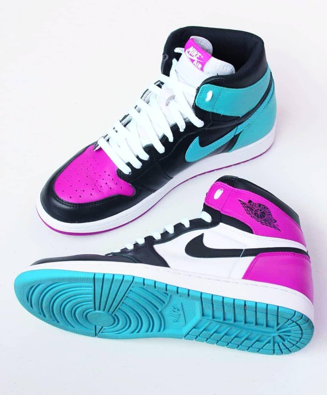 Pin By Carmenn On Jordan 1 Black With Images Sneakers