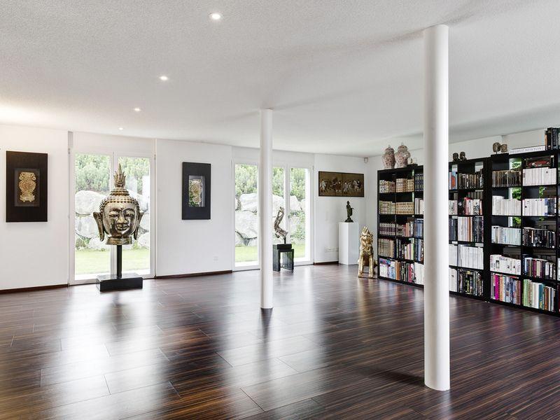 Grosses Wohnzimmer, Bibliothek In Feusisberg | Einfamilienhaus Kaufen |  Homegate.ch