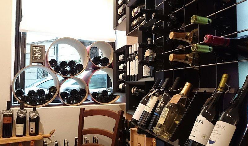Arredamento di design esigo per enoteca vini made for Idee per arredare enoteca