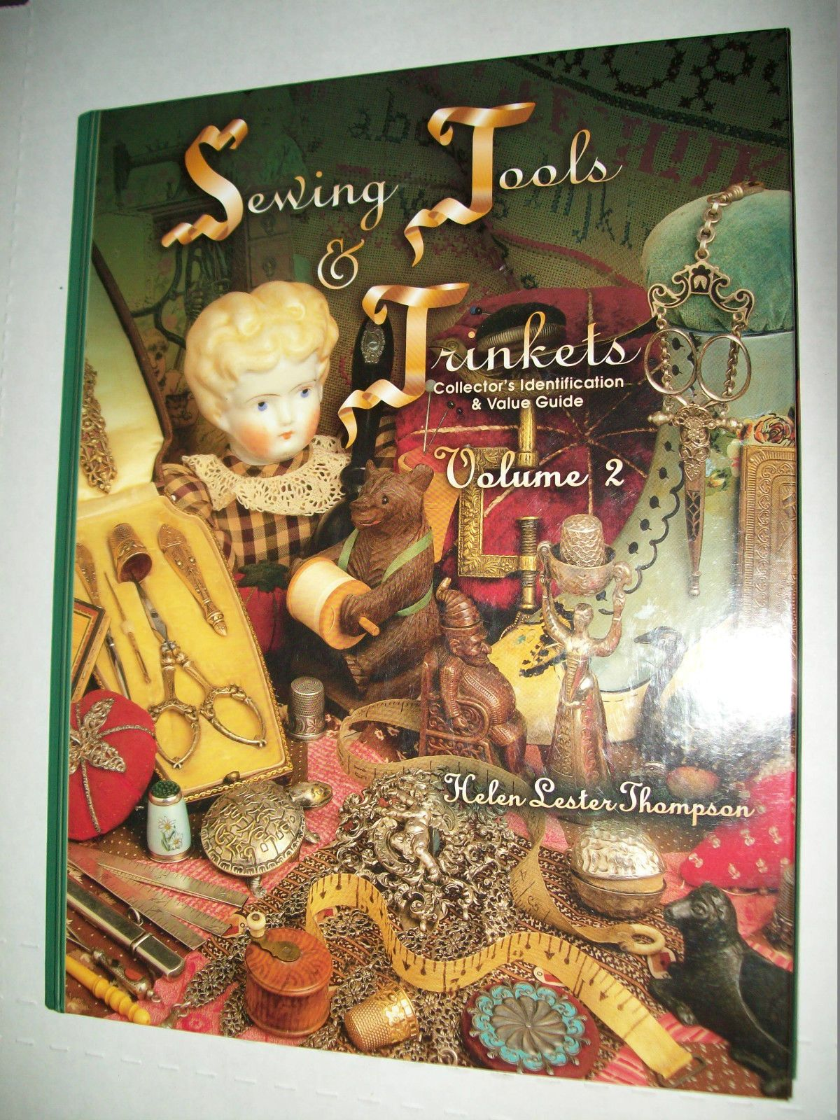 VINTAGE SEWING TOOLS PRICE GUIDE COLLECTOR\'S BOOK Thimbles Scissors ...
