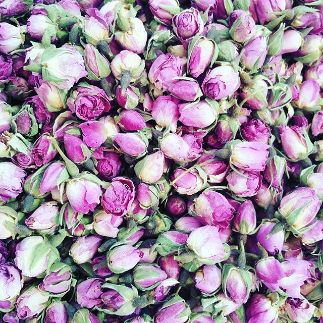 Flower confetti??  #flowerpower #beutiful #springwedding #pinkvibes outdoorwedding #uniquewedding #dreamwedding #uniqueevents #beutiful #letscelebratelove #flowerpower #pinkvibes #eventplanner #specialwedding #outdoordecor #celebration #weddingdream #eventplaning #weddingdecor #dreamevents #weddingplanner #letsdance #springwedding #specialday #couplegoals #jewishwedding