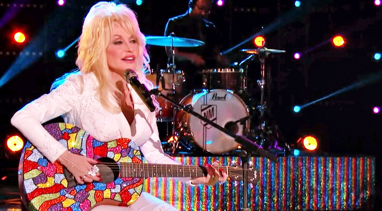 dolly parton stuns the voice with heartwarming coat of many colors performance - Dolly Parton Coat Of Many Colors Book