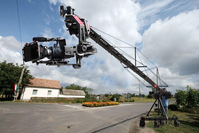 Proaim Wave 9 40ft Camera Crane Http Www Thecinecity Com Eshop Proaim Wave 9 40ft Camera Crane Html Film Set Short Film Waves