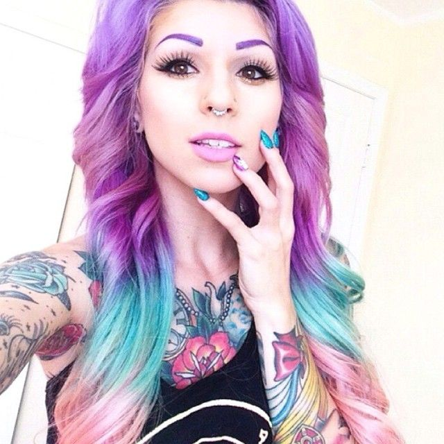 Omg look at her so pretty and colorfull like how can u not like this