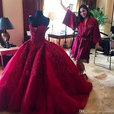 P234 Charming Lady Wedding Bridla Gowns Emboridery Dresses Excellent Long Chapel Train Burgundy