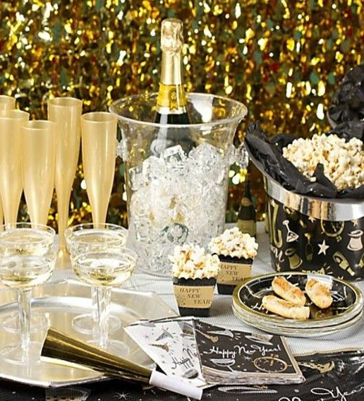 Christmas Decorations All Year Long: New Year Eve Party Decorations