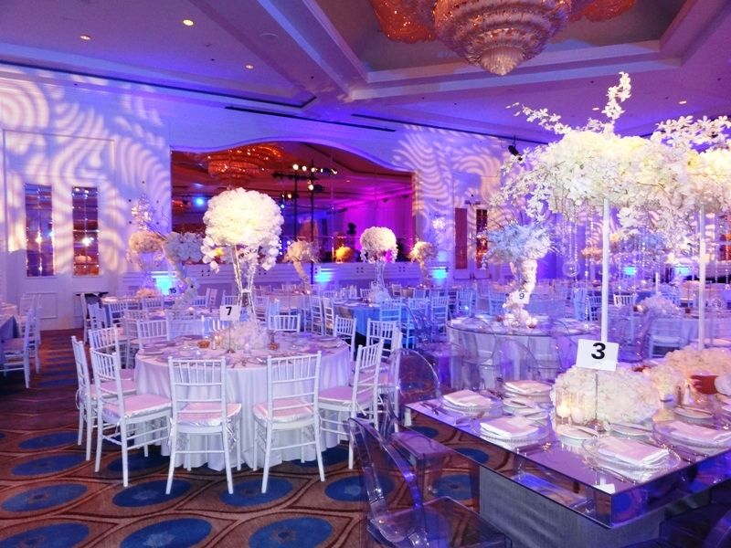 Blue And White Gorgeous Wedding At Sheraton Universal Hotel Beautiful Chiavari Chairs With Mirror Tables