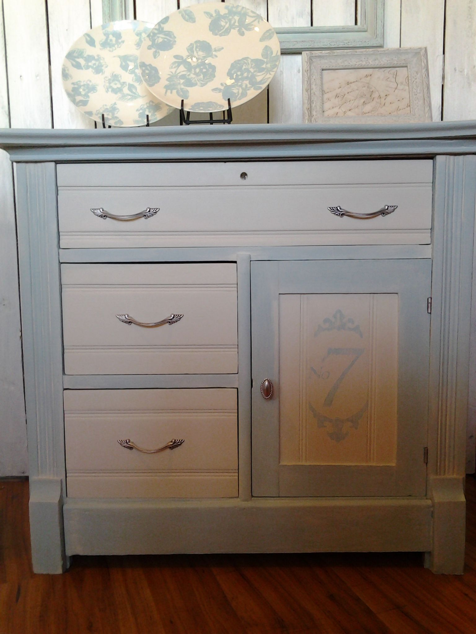 Best Closer View Of Blue White Washed Chalk Painted Dresser 640 x 480