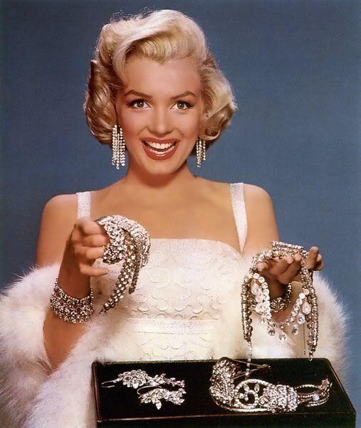 Носить ювелирную бижутерию - это не только красиво и женственно, но и удобно и практично.