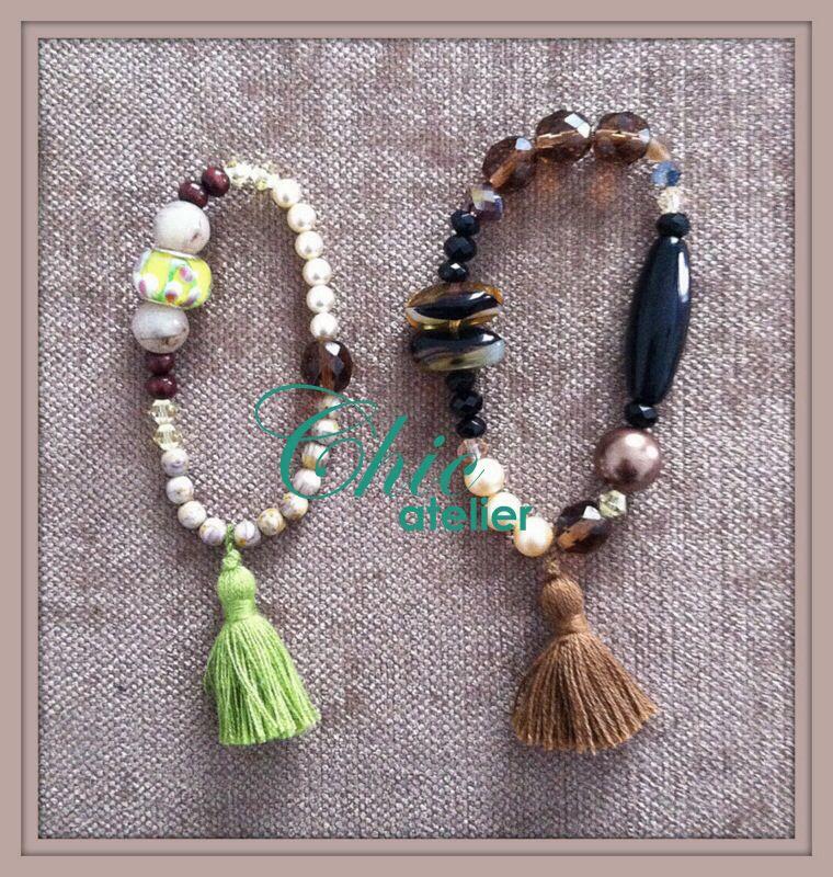 Pulseras con borlas verde y marrón