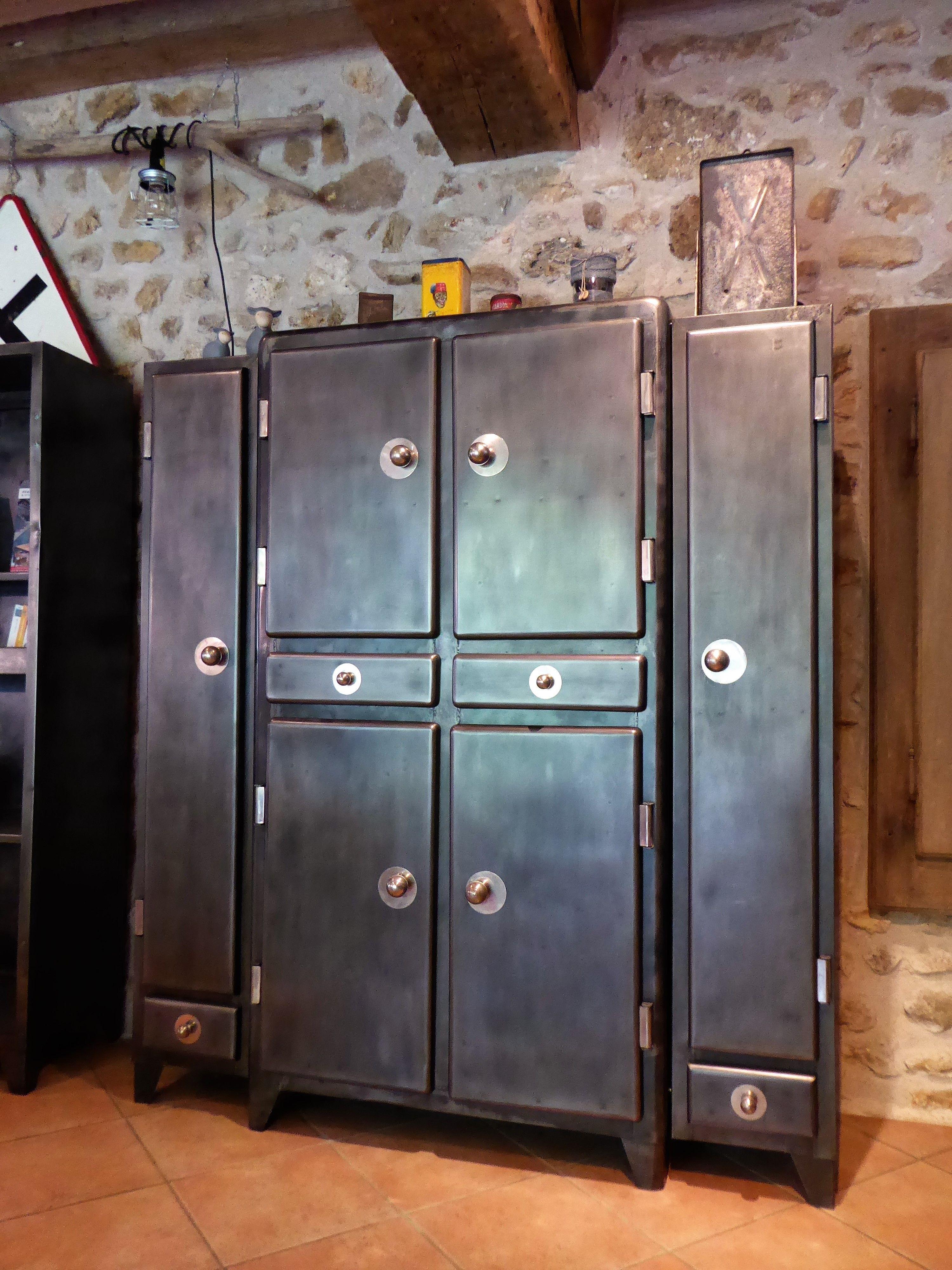 Armoire industrielle meuble vintage an 50 39 indus vous propose ce meuble - Meuble ancien restaure ...
