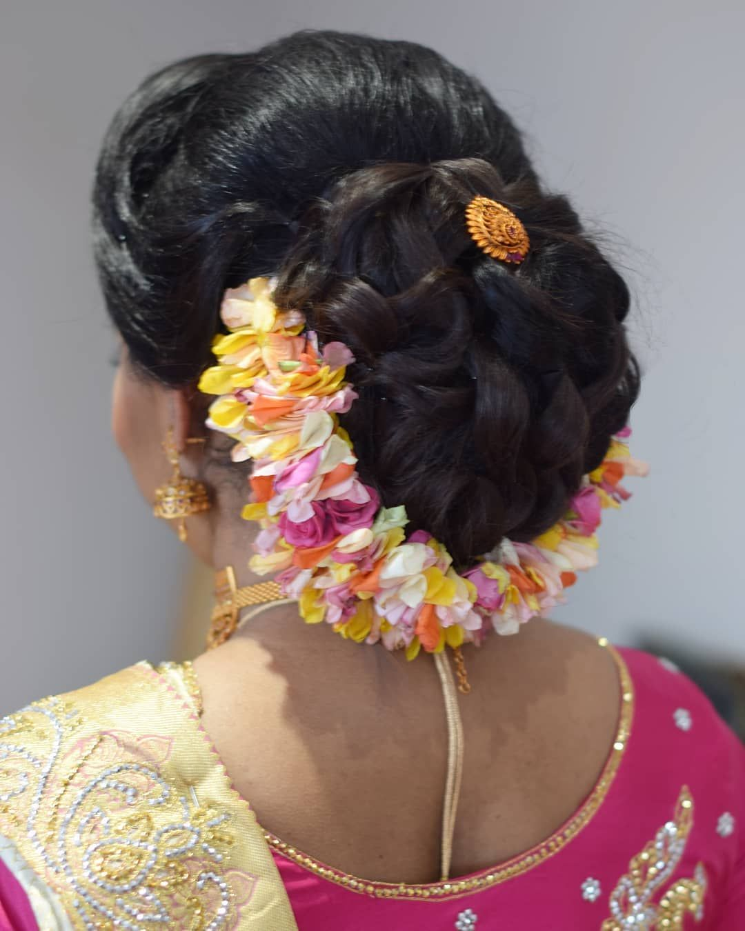Bridal Hair For Luxsmie Who Got Married Yesterday This Modern Bride Opted For An Updo And Left The Choice Of Hair Garlan Bridal Hair Hair Garland Big Bun Hair
