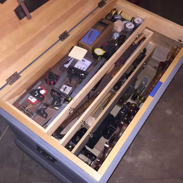 An English Tool Chest Is Great But It Can Hold Only So Many Saws That Is As Many As One Really Needs Bu Popular Woodworking Woodworking Wooden Tool Boxes