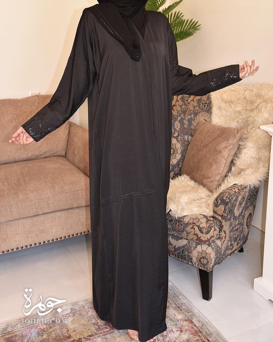 عباية بقماش الحرير المغسول بلون الأسود رائع بأكمام ضيقة يزينها ثلاث خطوط لامعة مع قماش مميز في أطرافها رقم المو Dresses With Sleeves Long Sleeve Dress Fashion
