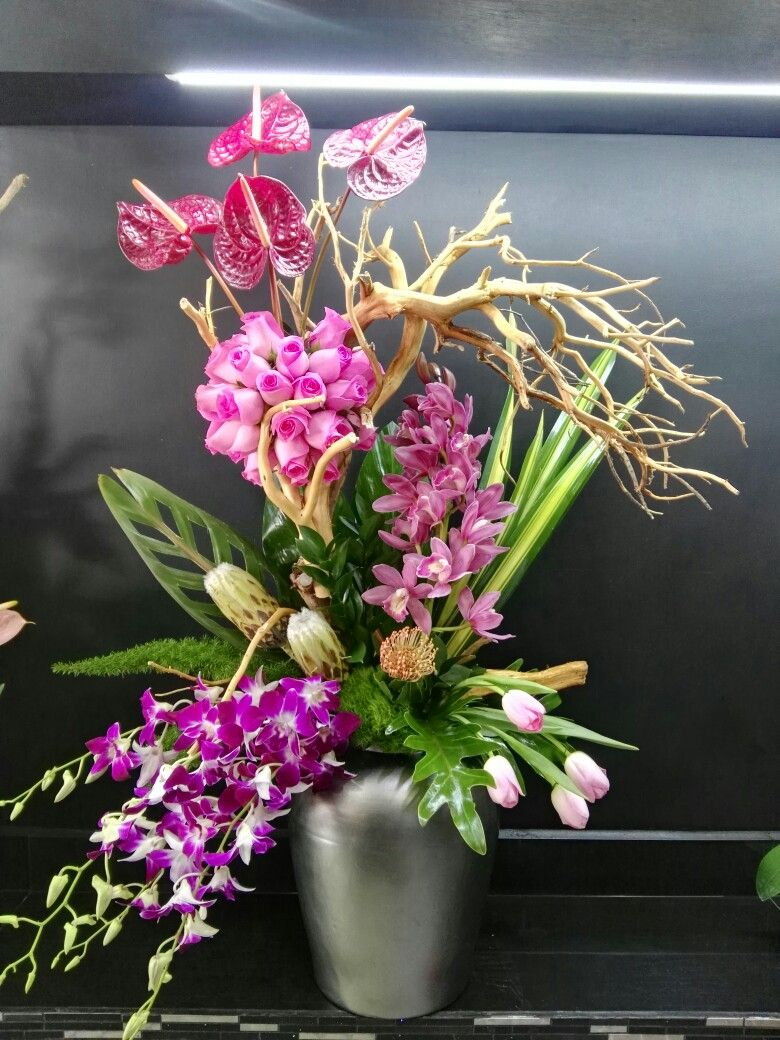 Beautiful orchid arrangement with manzanita branch arranjos