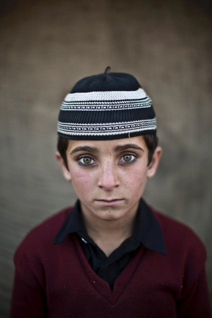 The stunning faces of Afghan refugee children in Pakistan [20 pictures]