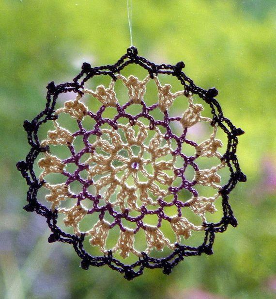 Artículos similares a Crochet lace dreamcatcher mandala window ...