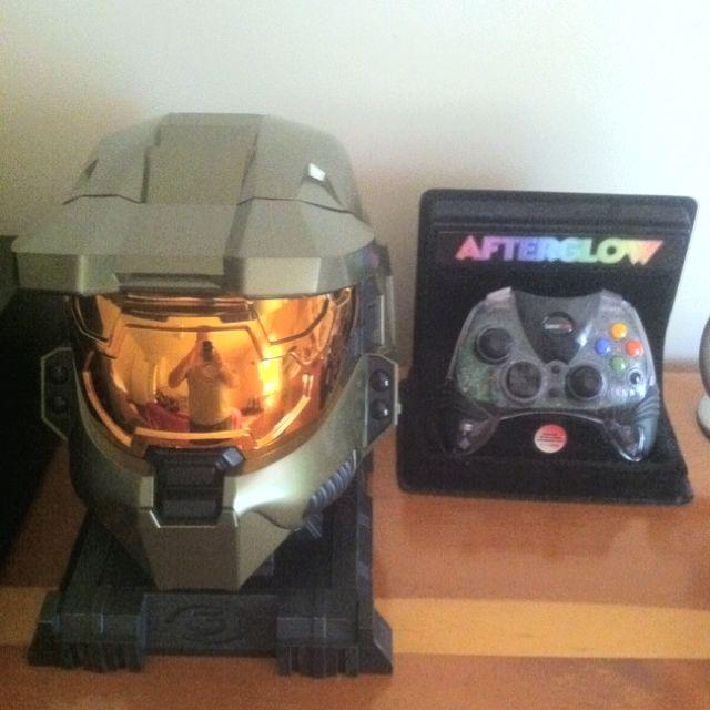 be2e18450db7 Halo helmet and original glow xbox controller geek mode xbox jpg 640x640 Xbox  helmet