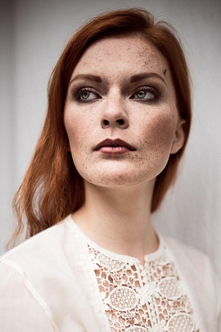 by Studio Obrazkowe / Plener fotograficzny w Starym Młynie #freckles #portrait #redhead