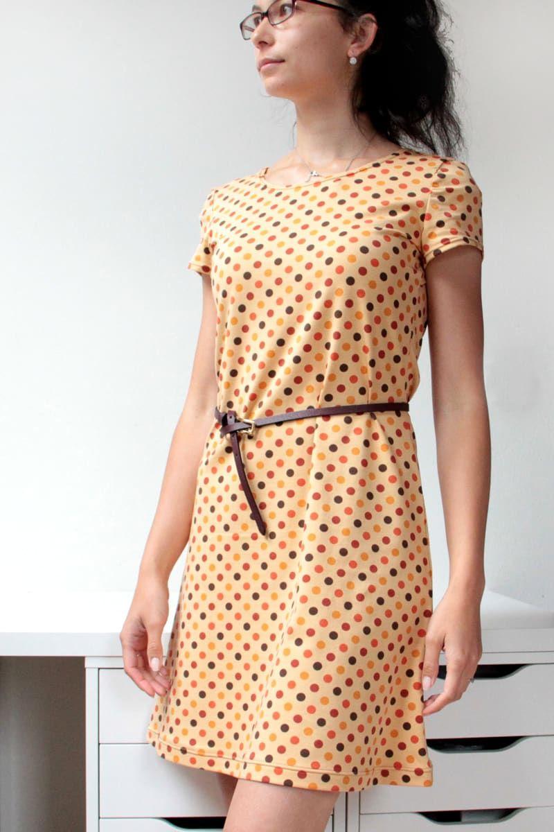 Střih na jednoduché dámské šaty s krátkými rukávy  e50ffd2c9ad