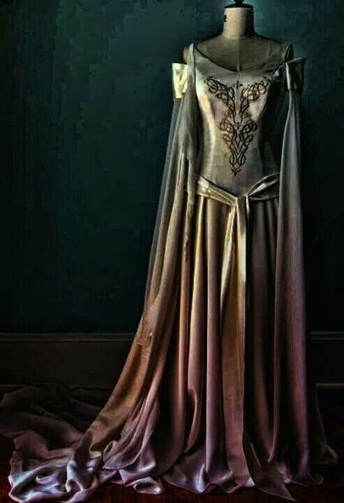 Beautiful medieval gown!