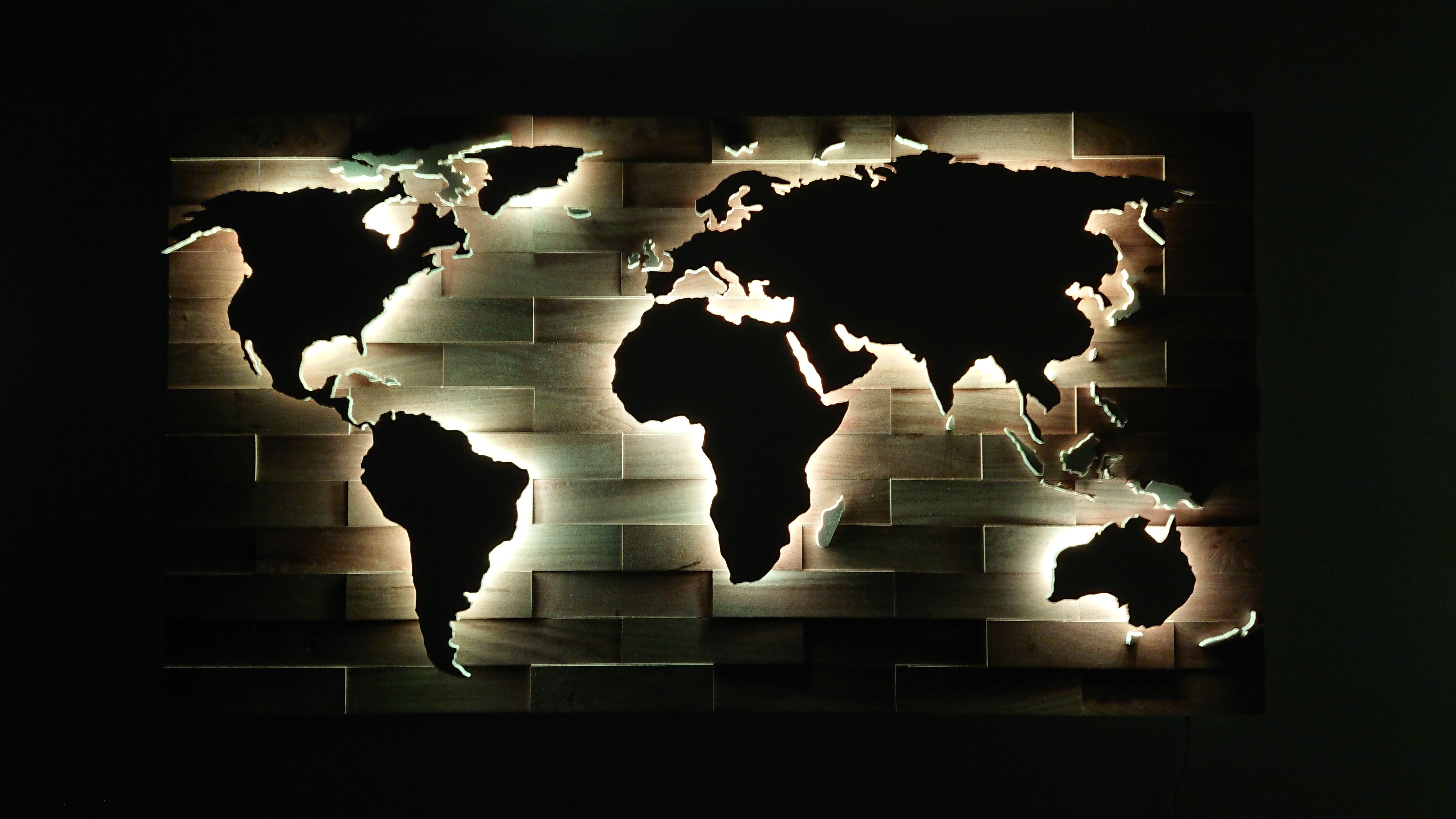 3d Weltkarte Aus Holz Mit Led Beleuchtung Die Karte Ist Wifi Fahig Und Lasst Sich Mit Einen Smartphone Steue Weltkarte Aus Holz Led Beleuchtung Eiche Rustikal