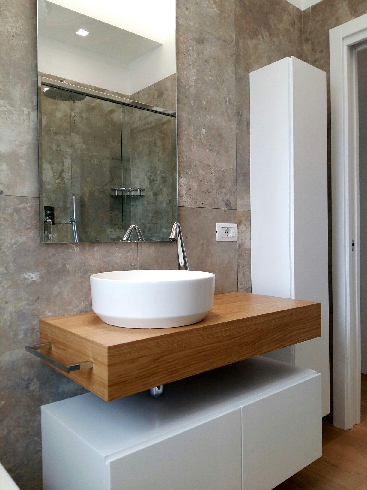 Bagno con rivestimento materico effetto cemento. Rubinetteria Serie ...