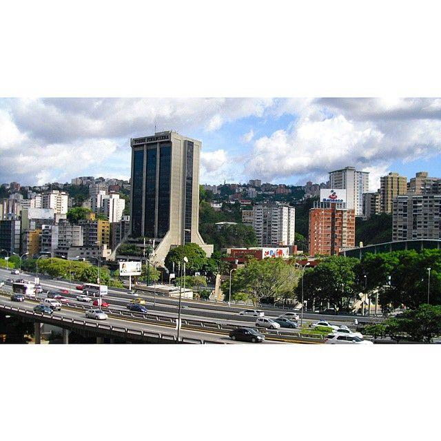 """60 Me gusta, 2 comentarios - Mara (@mara.jg) en Instagram: """"Vista desde el Centro Comercial El Recreo,  destaca la Torre Financiera/ A view from El Recreo…"""""""