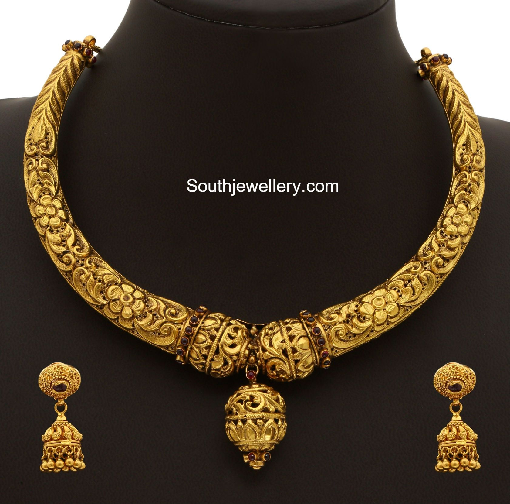 Top 25 Indian Antique Jewellery Designs For Women: Gold Kanthi Necklace Set Photo