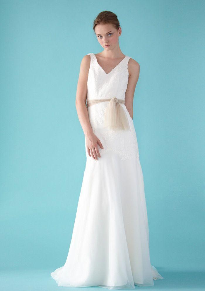A-line V-neck Lace Applique Natural Waist V-Shaped Back Tulle ...