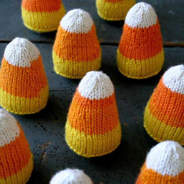 Don\u0027t these knit candy corns look sweet enough to eat? Crafts