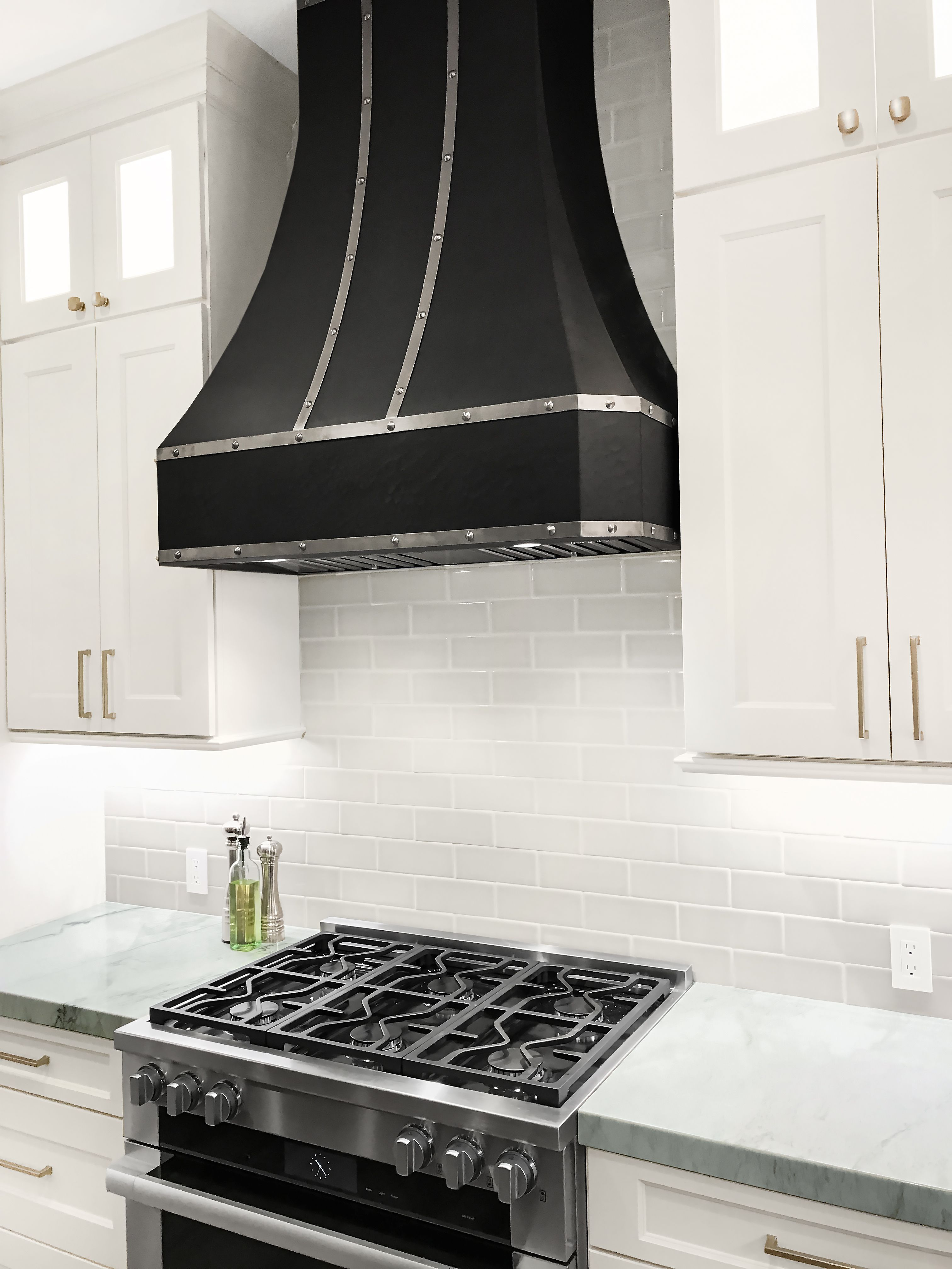 This Dream Kitchen Bring Modern Appliances And Transitional Items To Create A Timeless Design We Mixed Qua Design My Kitchen Kitchen Soffit Beautiful Kitchens