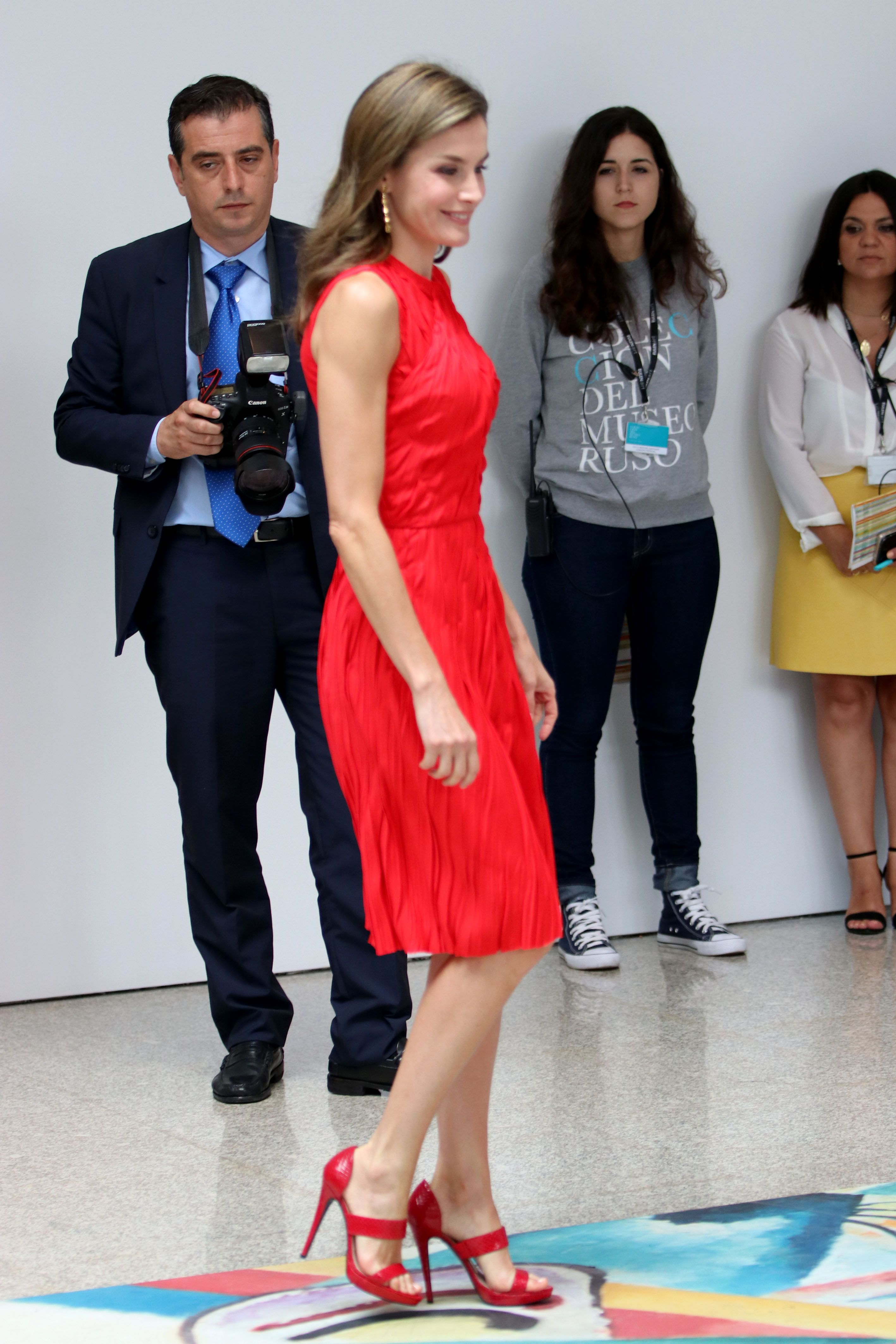 La Reina Letizia Saca Partido De Nuevo A Su Fondo De Armario Reina Letizia Estilo Real Vestidos Para Niñas