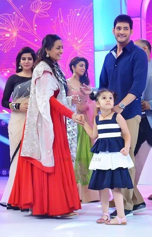 Image Of Tollywood Actor Mahesh Babu With His Family Hd Images