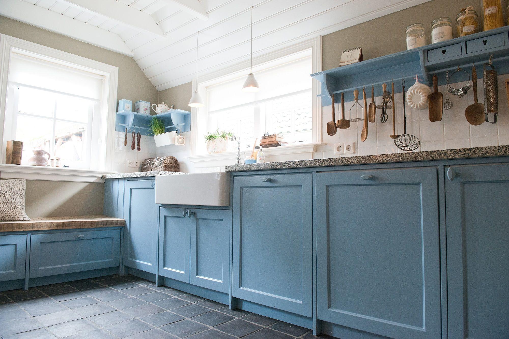 Deze prachtige landelijk blauwe keuken maakt het plaatje van een