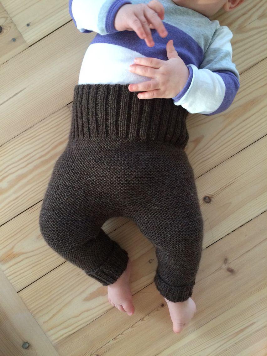 Strikkede babybukser i merinould.