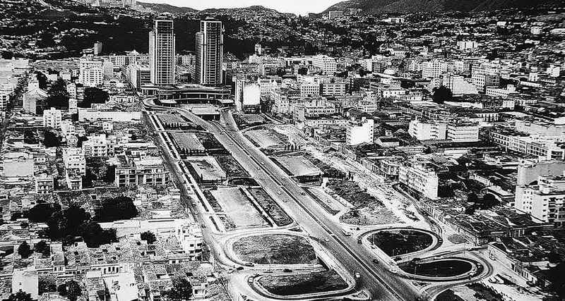 Avenida Bolívar de Caracas en 1953 Luis-Emilio-Velutini Caracas, el esbozo de un sueño urbanístico